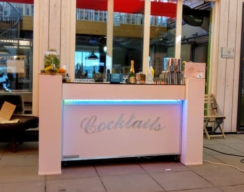 cocktailbar tijdens press meeting van Norwegian Cruise Line op 04-10-2018 in Amsterdam